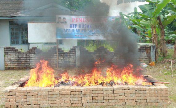Dinas Kependudukan dan Pencatatan Sipil Kota Batam Pemerintah Kota Pemko Melakukan Pembakaran 50 ribu KTP Invalid Rusak